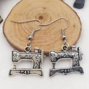 Antique silver color sewing machine earrin2g